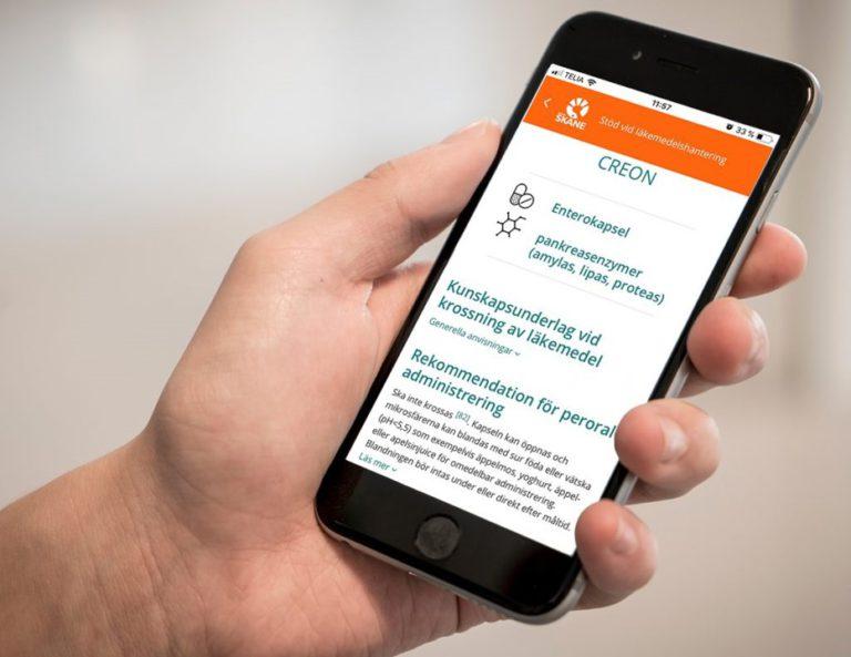 appen Stöd vid läkemedelshantering – Krossningsdatabasen visas i en smarttelefon