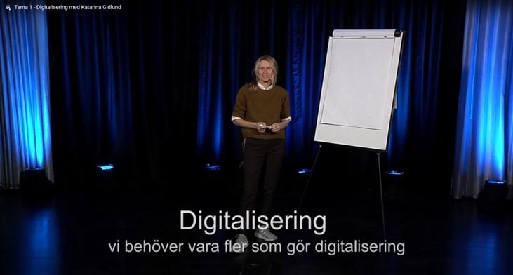 Katarina Gidlund står på golvet framför ett blädderblock. redo att tala om, Digitalisering. Vi behöver göra fler som gör digitalisering