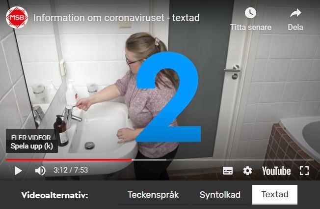 Kvinna tvättar händerna noga