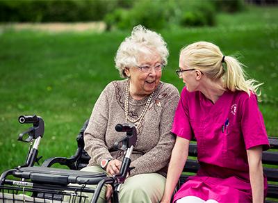 Uddevalla kommun automatiserar för att ge mer tid med äldre